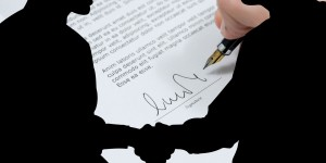 Four Reasons Why You Need to Use Contracts in Your Small Business