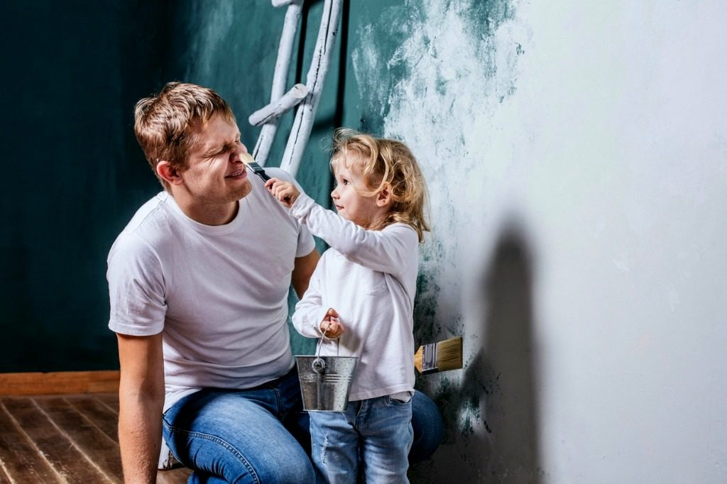 family-happy-daughter-with-dad-doing-home-repair-paint-walls-picture-id624904734-001 BB